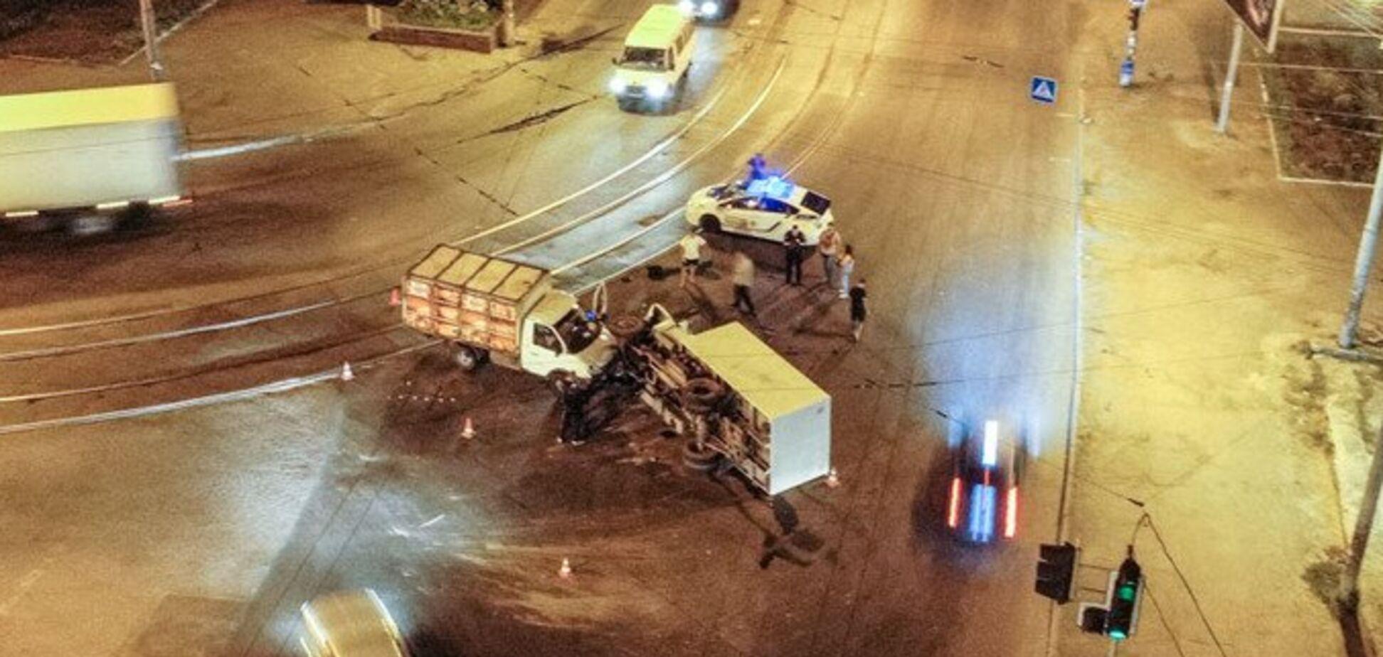 У Дніпрі зіткнулися дві вантажівки: фото і відео жахливої ДТП