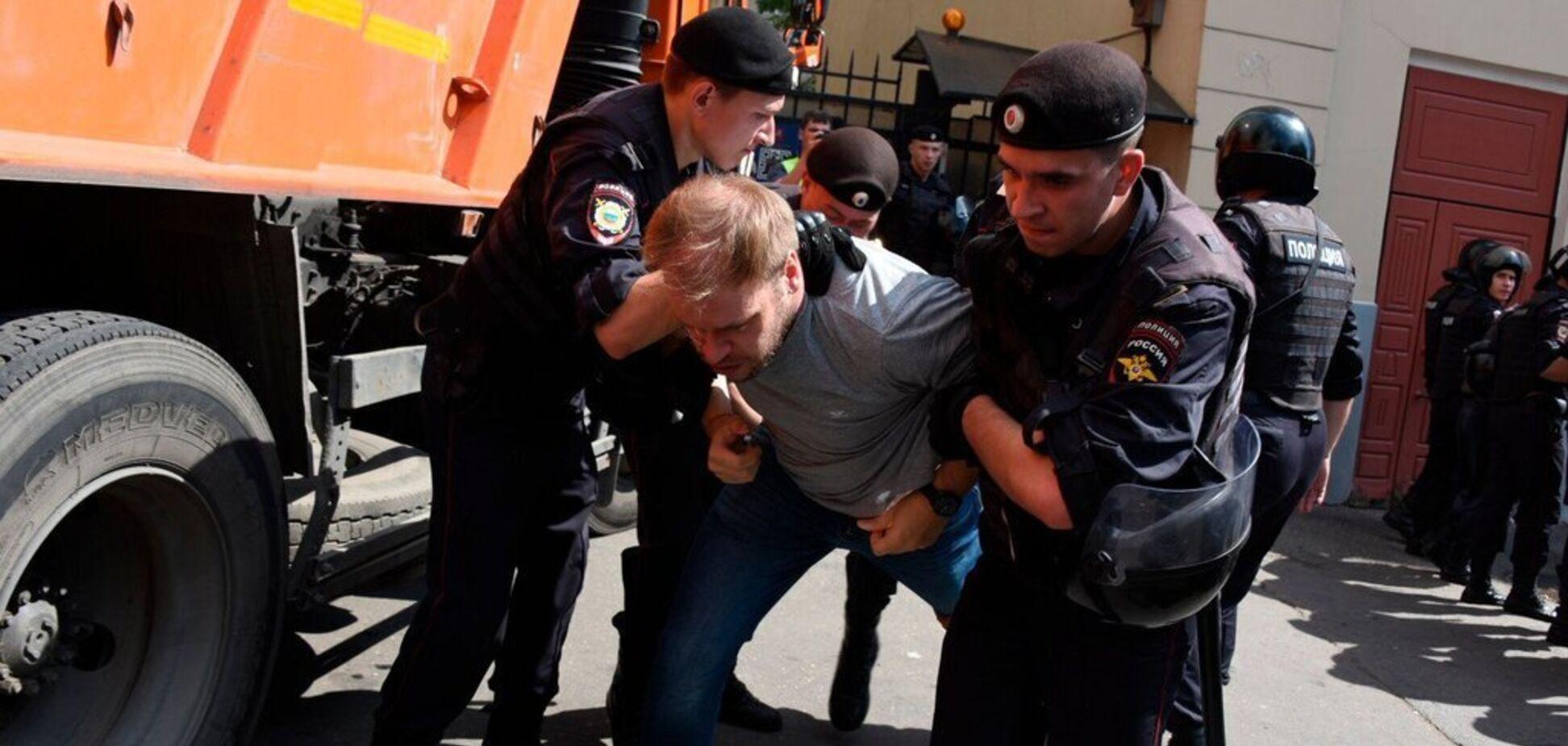 'Лицом по асфальту... Фашисты!' Появились видео издевательств над протестующими в Москве