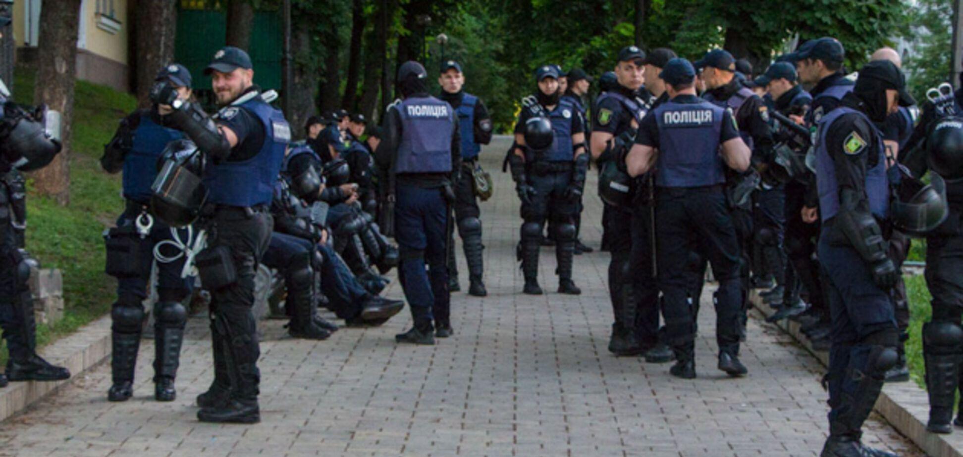 В центр Киева стянули силовиков и перекрыли дороги: что произошло