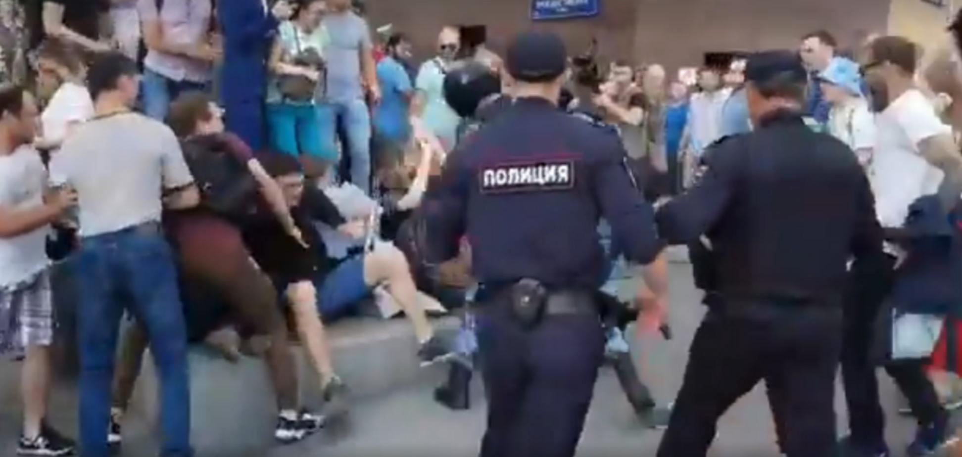 'Ось він фашизм!' Звіряче побиття росіян у Москві потрапило на відео