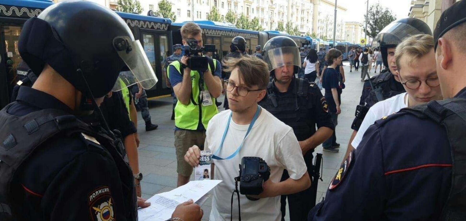 'Майдан' в Москве: силовики пошли войной на 'Дождь'