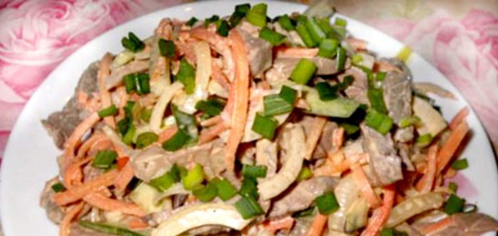 Рецепт дуже смачного салату, який можна заготовити про запас