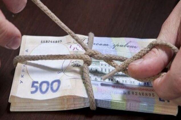 Сотрудники одного из медучреждений присвоили 13 гривень пенсий пациентов