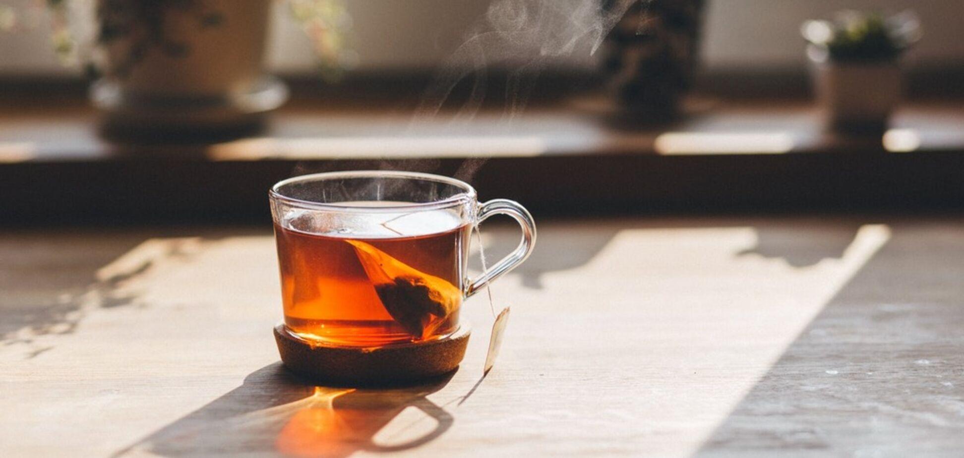 Ученые рассказали об опасности добавления молока в черный чай