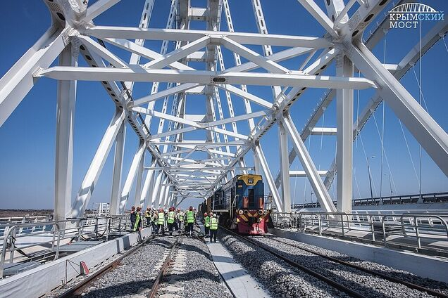 Сооружение железнодорожной ветви Крымского моста
