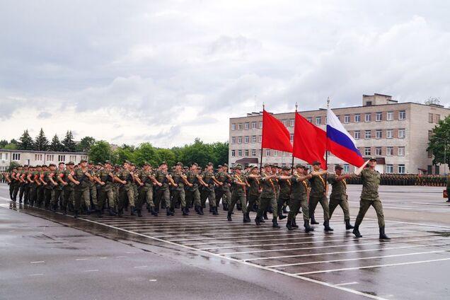 Репетиция 275-го САП на площади Минской военной комендатуры
