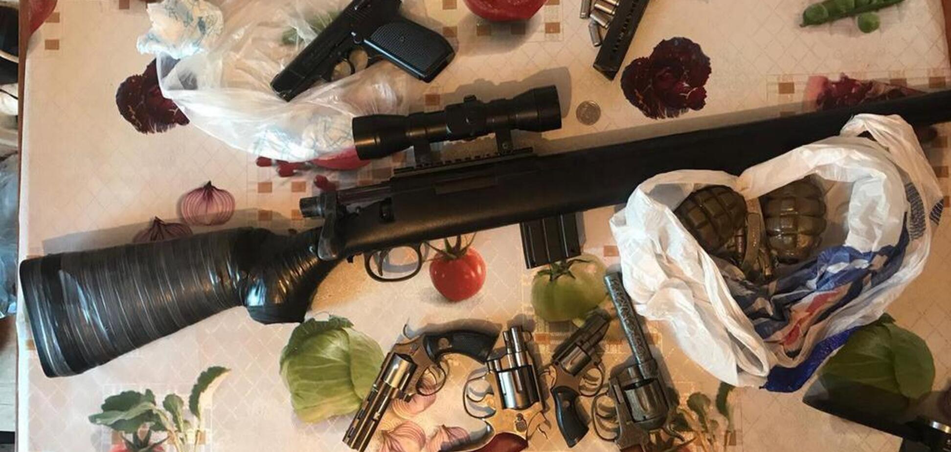 Полиция нашла арсенал: житель пригорода Днепра хранил дома огнестрел и взрывчатку