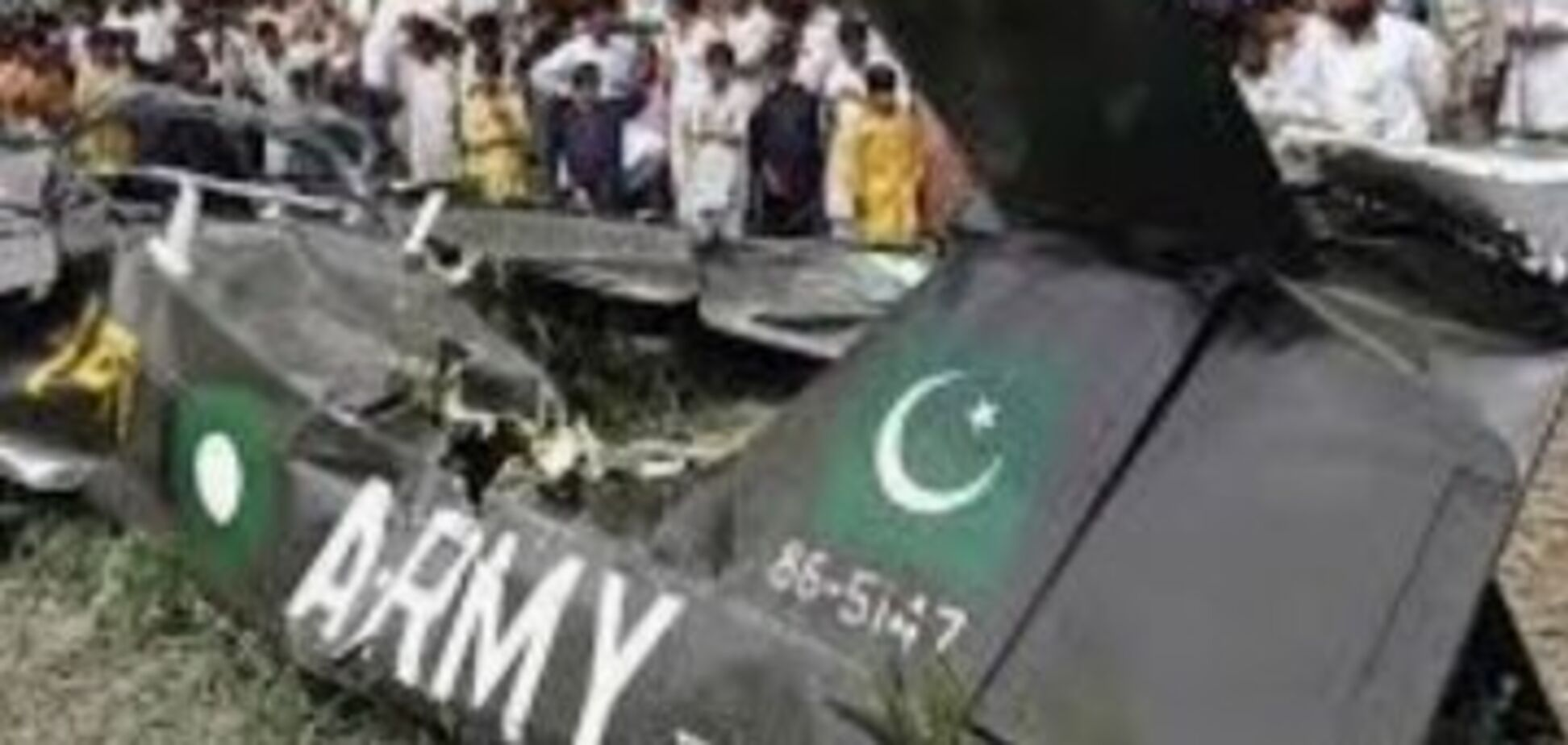 У Пакистані військовий літак врізався у житлові будинки: загинули і поранені десятки людей. Фото і відео авіакатастрофи
