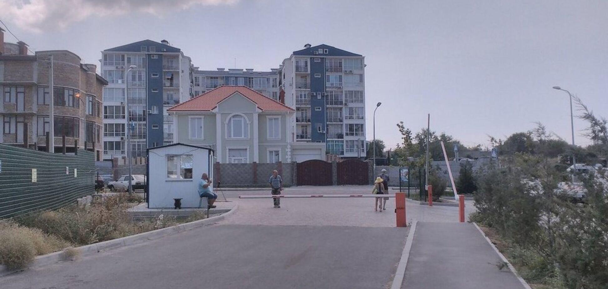 'Дерут мзду!' В Крыму местные жители взбунтовались против оккупантов
