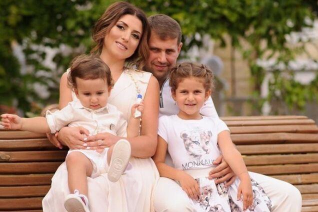 Жасмін із чоловіком і дітьми