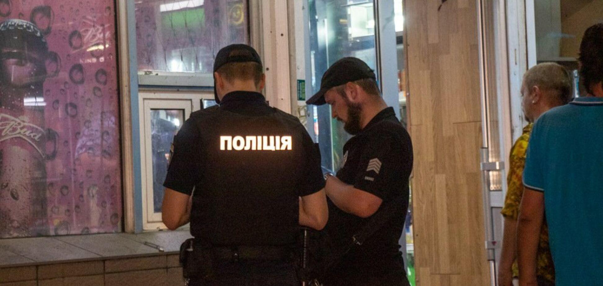 В Киеве мужчина с собакой устроил стрельбу на улице: ранена девушка