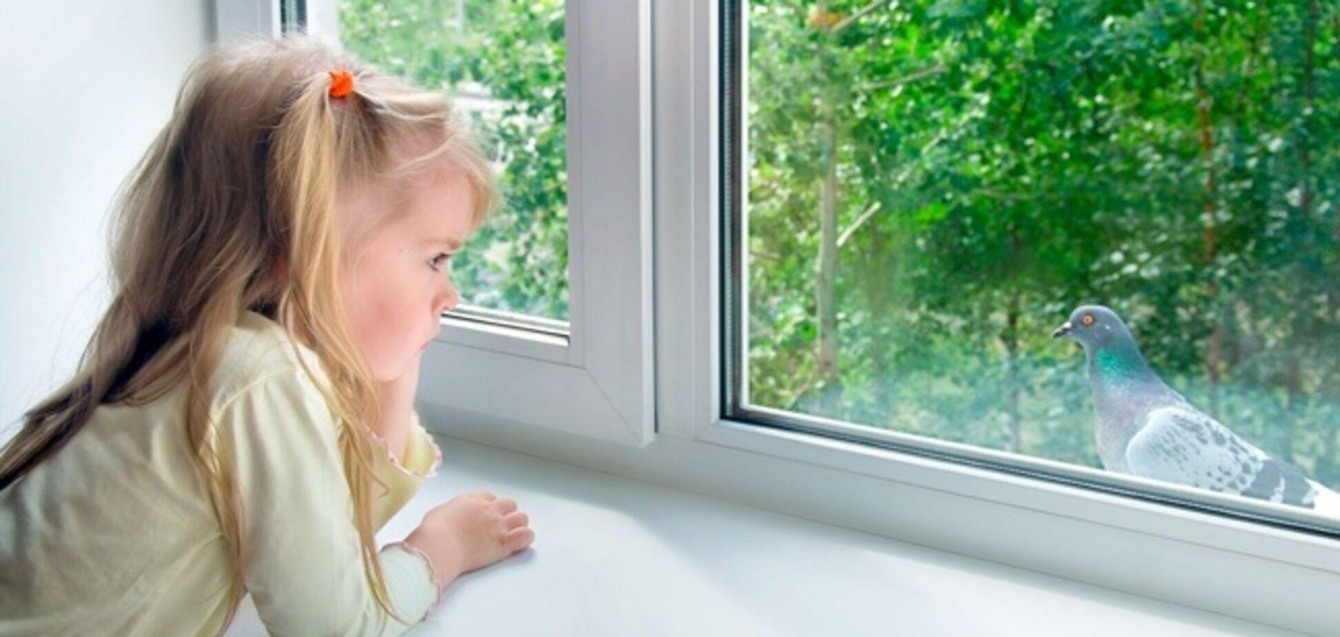 В Днепре маленькая девочка вышла гулять через окно