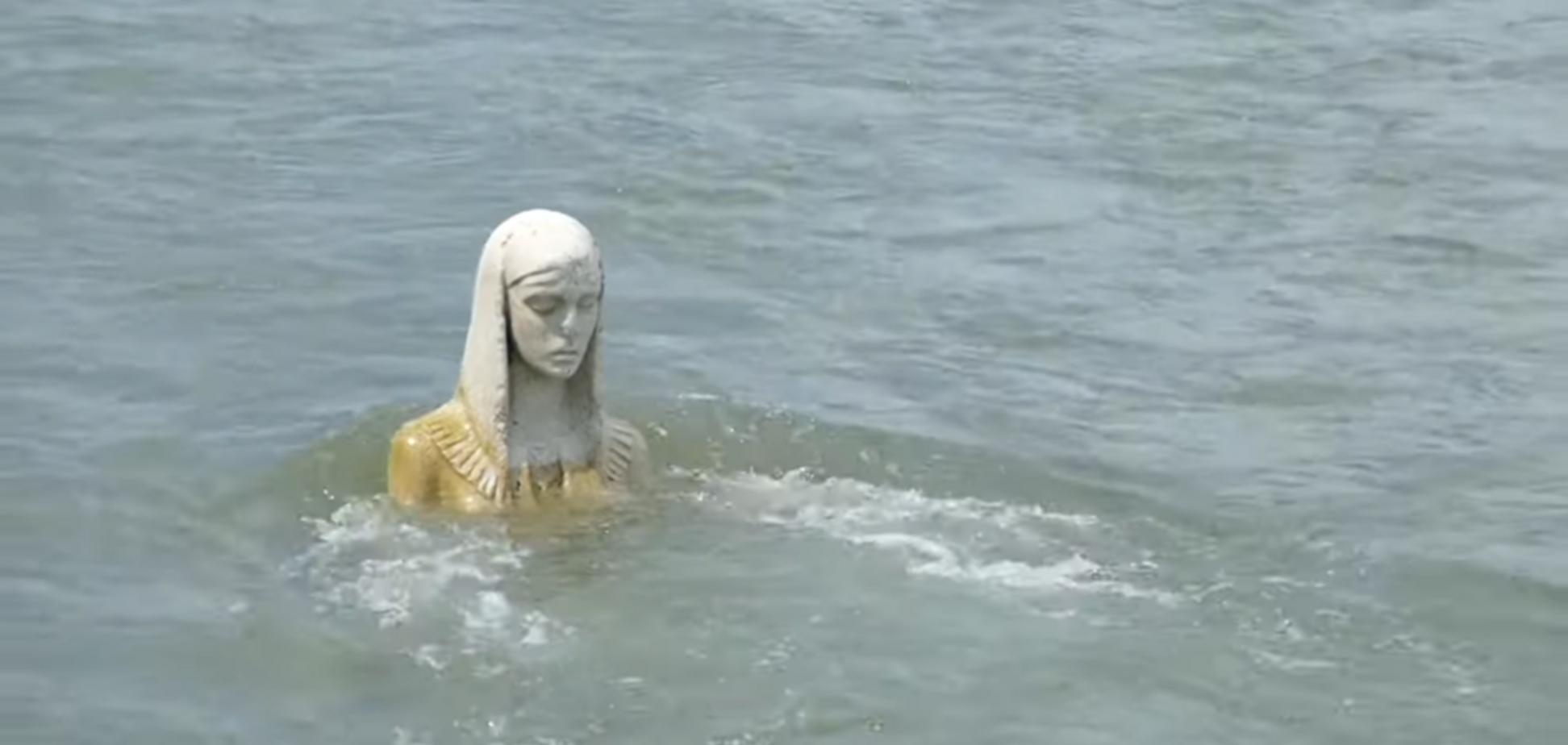 У річці Прикарпаття помітили величезну статую 'Божої Матері': з'явилося відео