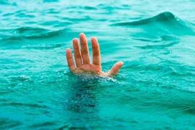 Мужчины в воде