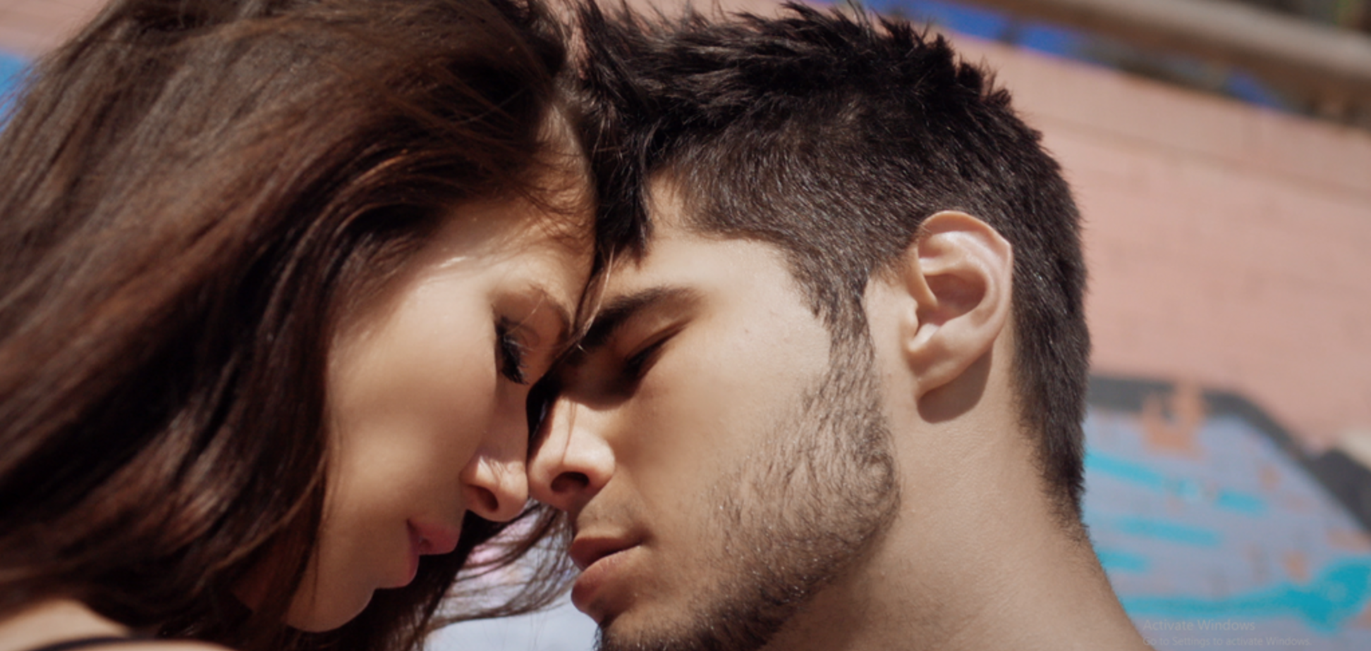 NIKITA LOMAKIN випустив гарячий кліп про продажне кохання