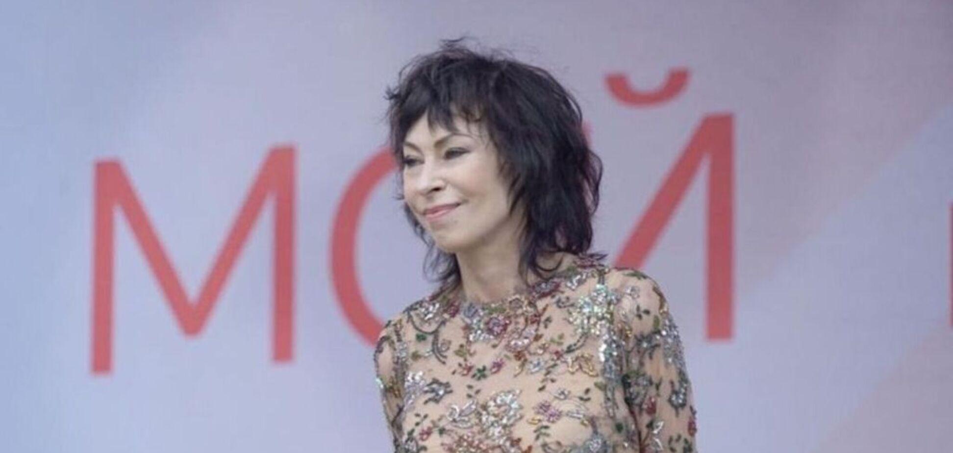 'Постоянно под шофе': в России рассказали об алкоголизме популярной певицы