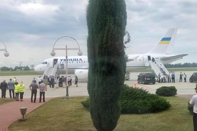 Самолет Зеленского