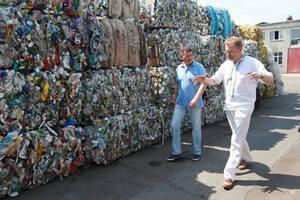 'Хочет выслужиться': экс-глава Львовской области обвинил Садового в мусорном кризисе