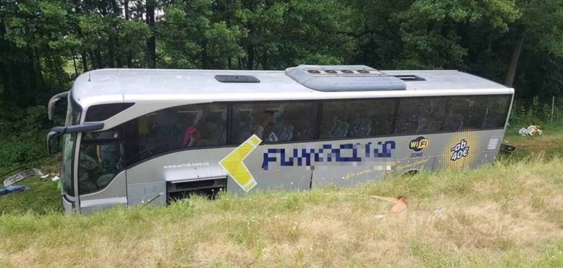У Польщі перекинувся автобус з українцями: багато поранених. Відео