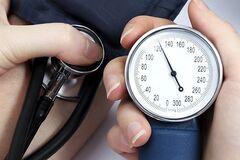 Как снизить давление без лекарств: медики дали совет
