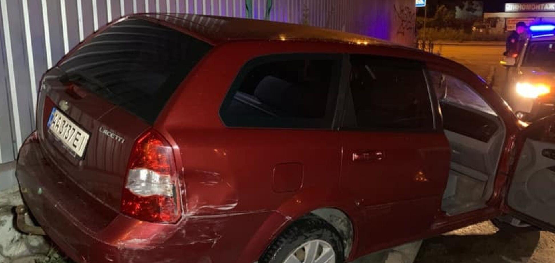 В Киеве пьяный разбил 5 авто и бросался с ножом на их владельцев: фото