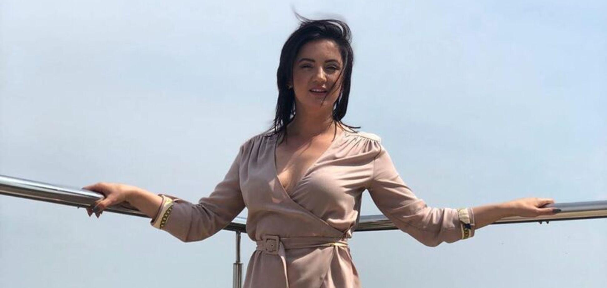 Украинская певица сверкнула грудью в откровенном наряде: фанаты в восторге