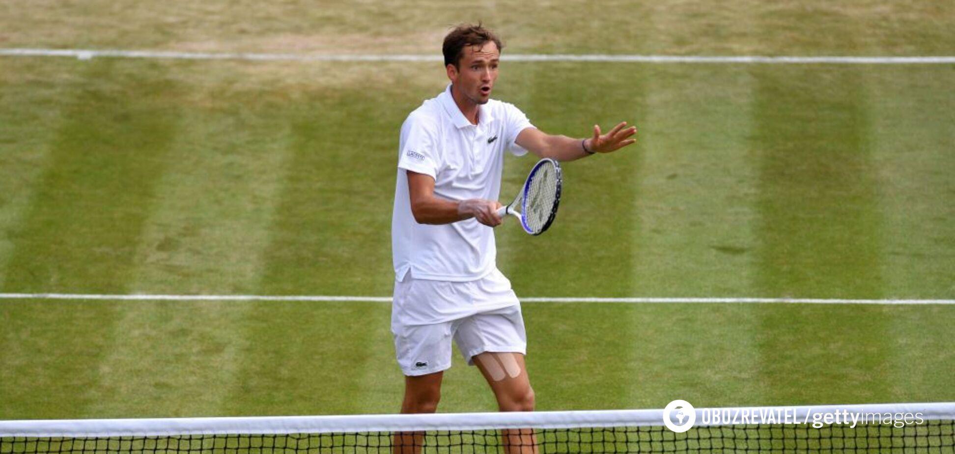 Россиянин в ярости едва не разгромил корт после поражения на Wimbledon: видео