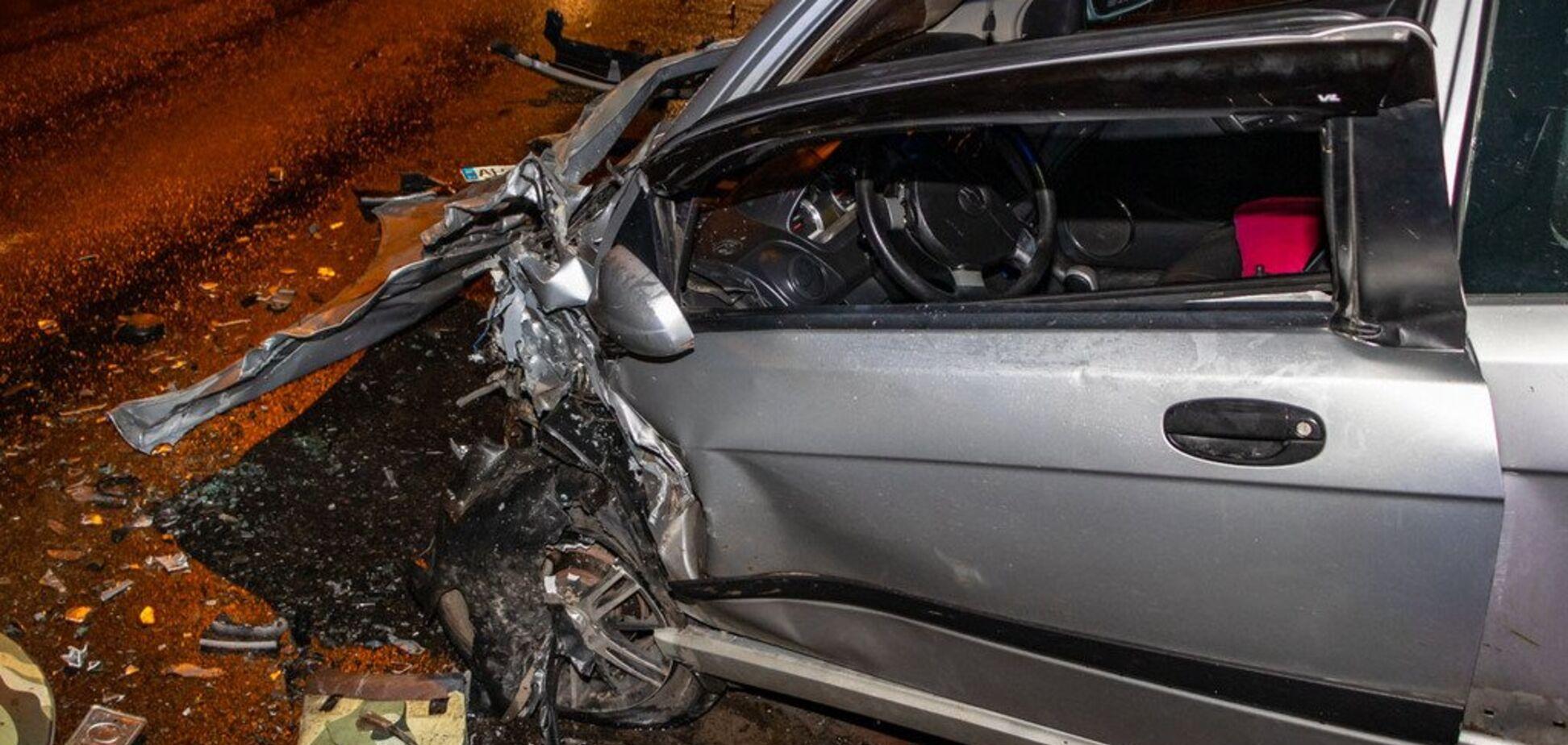От удара машину выкинуло на тротуар: в Днепре произошло ДТП. Фото и видео