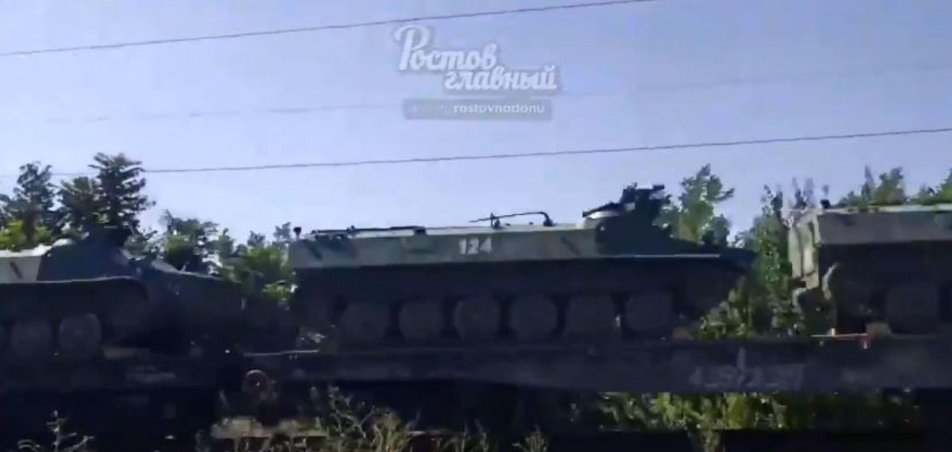 Танки Путина мчат на Донбасс: появилось видео очевидцев
