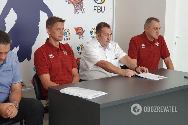 Новый тренер и игроки