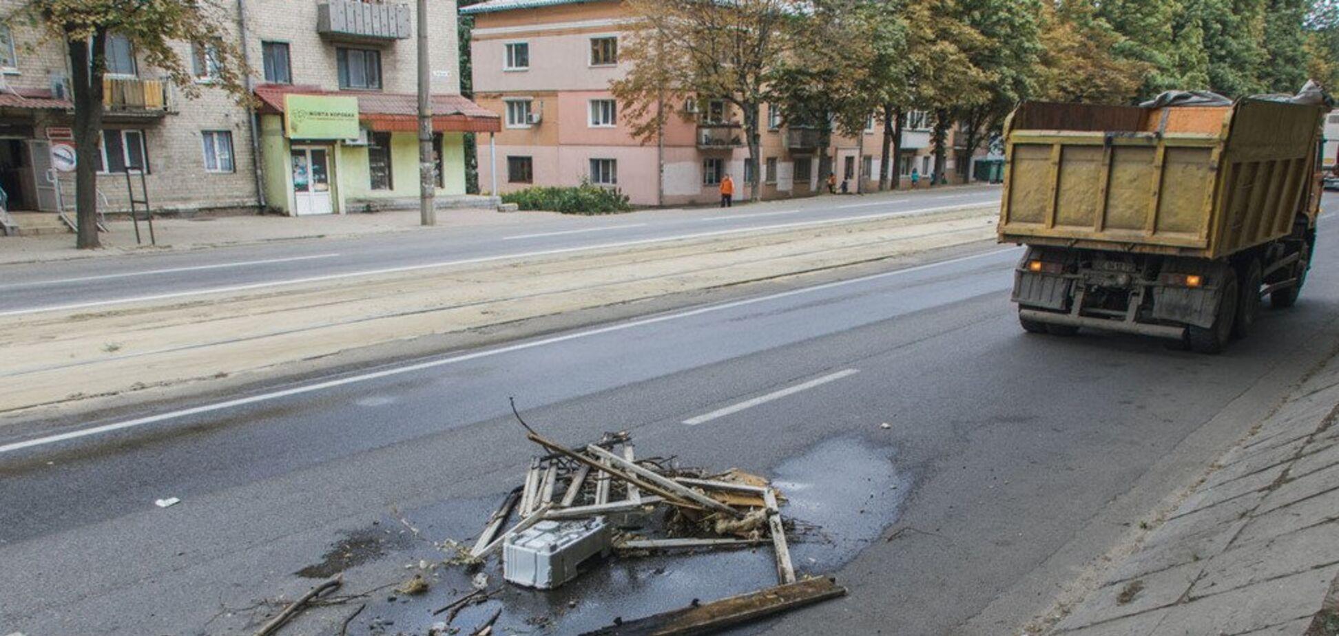 У Дніпрі на ходу загорівся КАМАЗ: фото і відео
