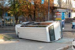 В Днепре пьяный водитель влетел в маршрутку: много пострадавших. Фото и видео