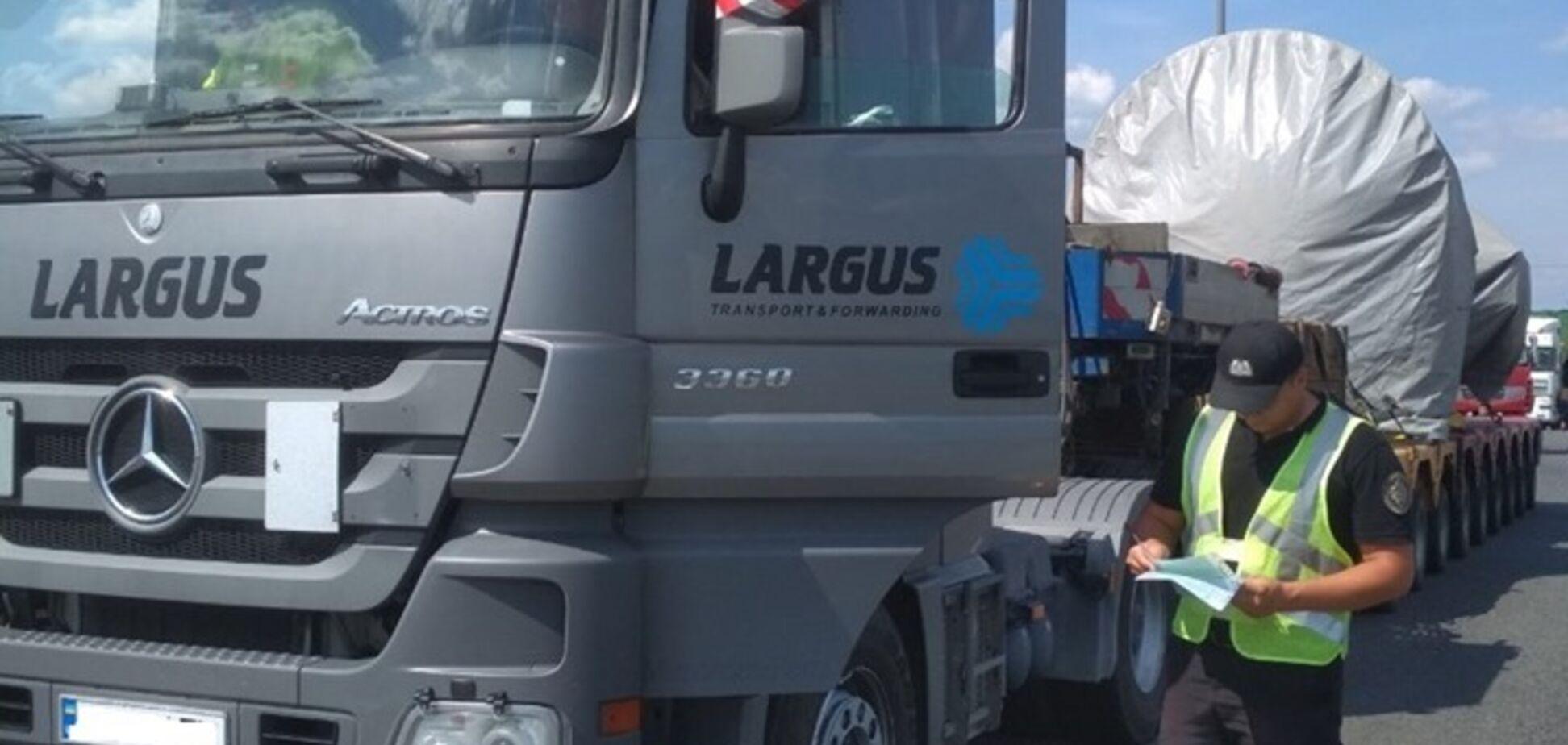 На Черкащині затримали вантажний автопоїзд з рекордною вагою: опубліковані фото