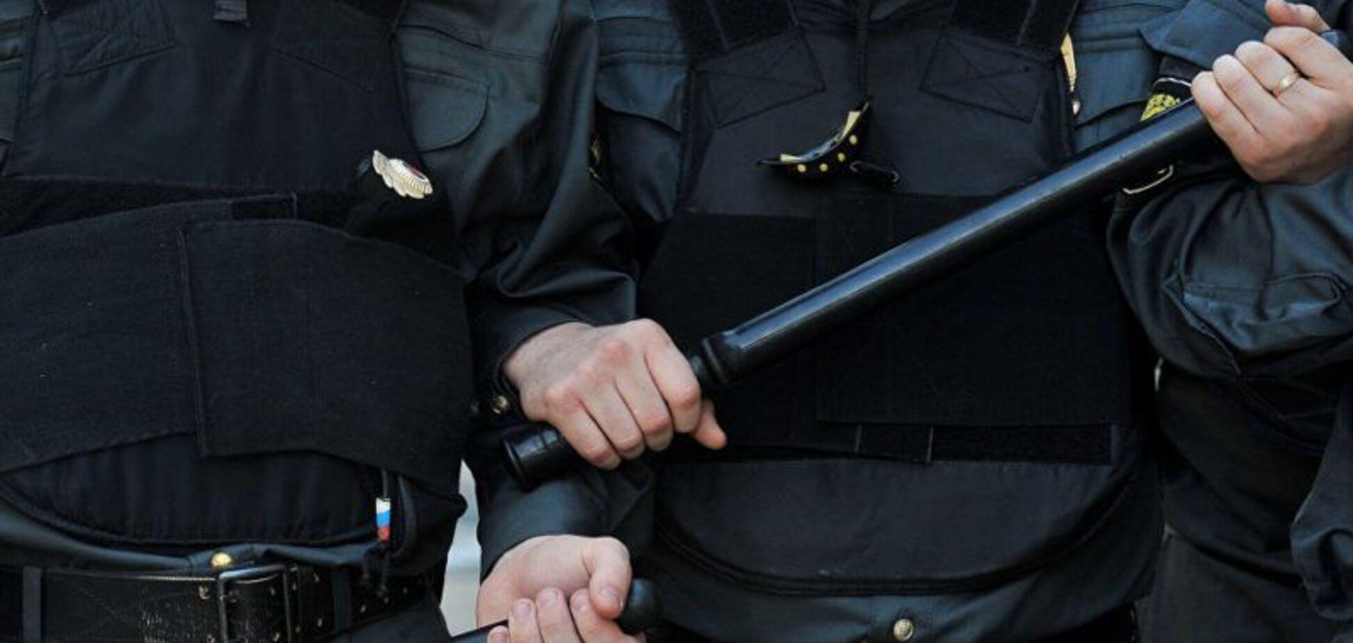 'Рота закрий!' На мітингу в Москві поліція познущалася над активісткою