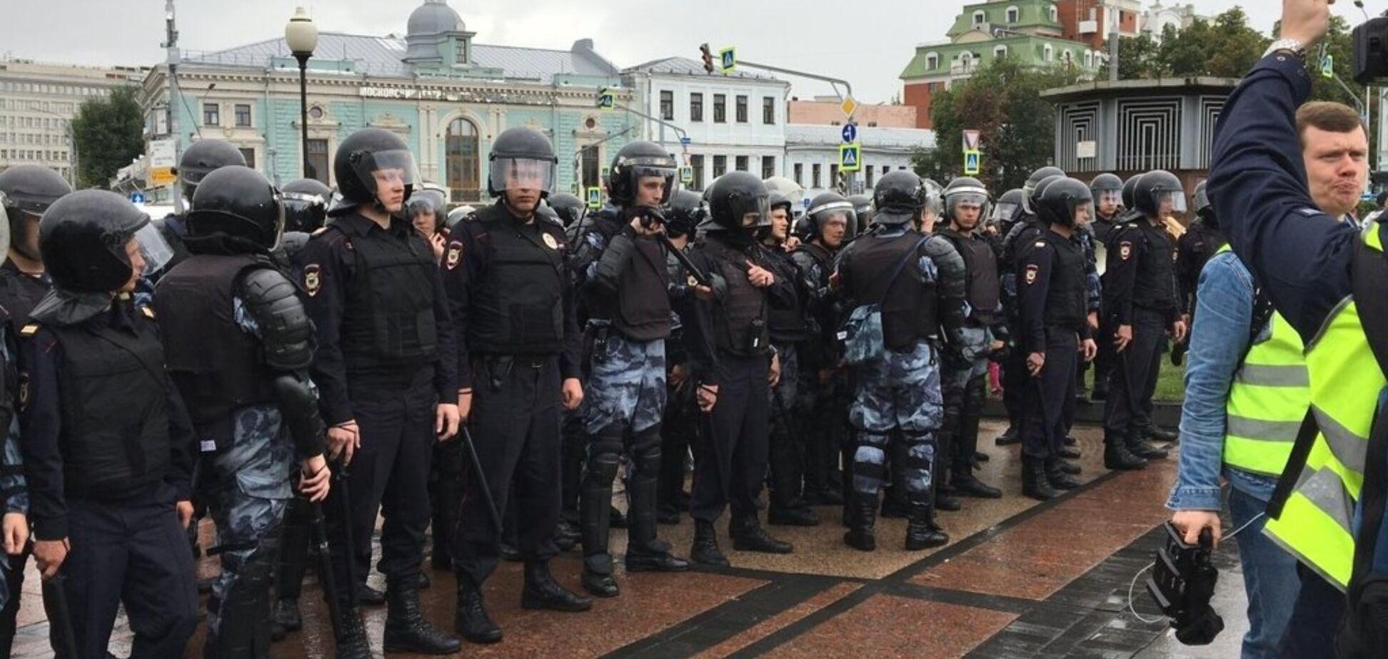 Протести в Москві: в столицю Росії стягують спецтехніку і автозаки