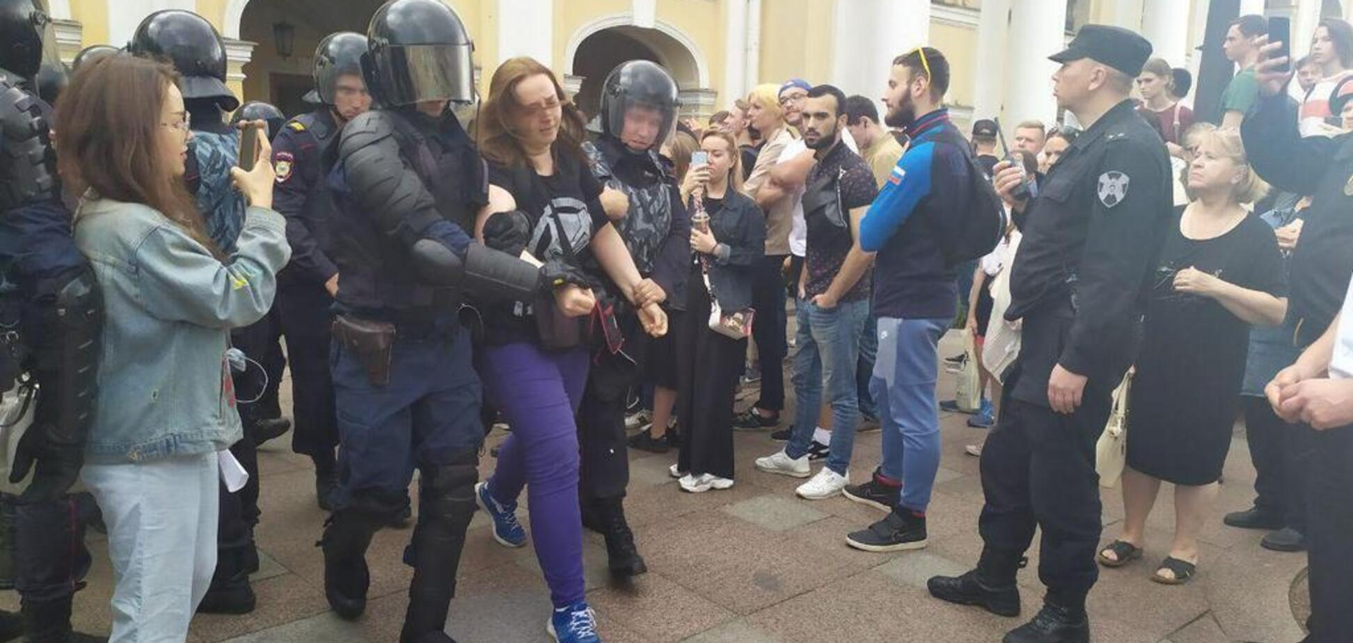 Під звуки дзвонів: силовики затримали понад 140 осіб на мітингу в Москві