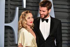 Известная американская певица развелась с мужем из-за девушки: фото 'жарких' поцелуев