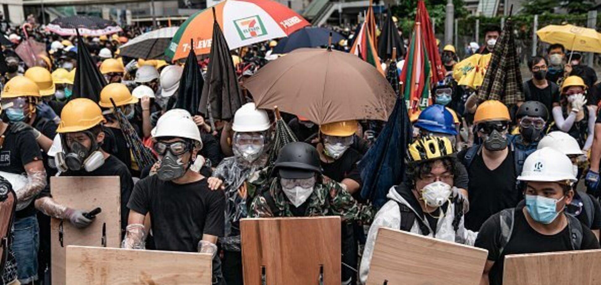 У Гонконзі протести переросли в криваву бійню: фото з місця подій