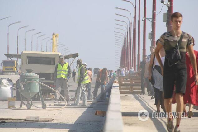 В Днепре продлили перекрытие моста