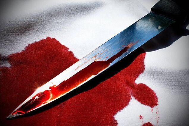 Чоловік ударив дружину ножем