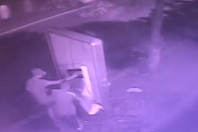 У Кропивницькому підліток розбив сіті-лайт