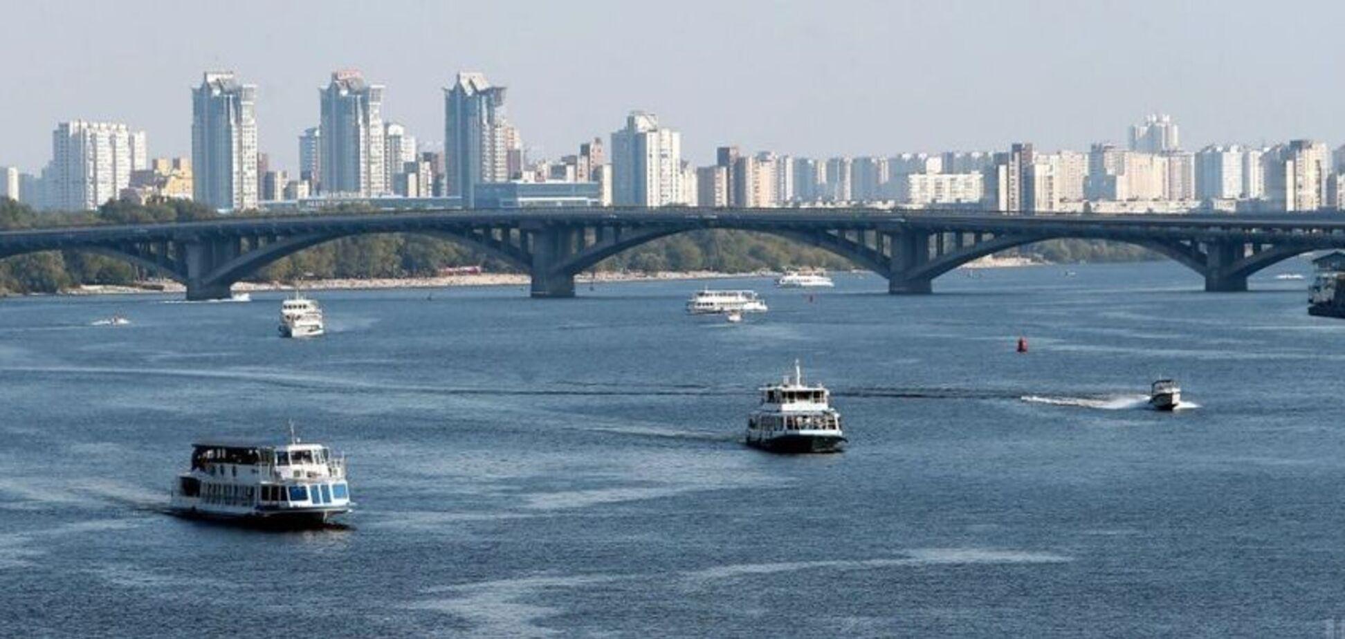 У Києві на Дніпрі човен 'влетів' у яхту