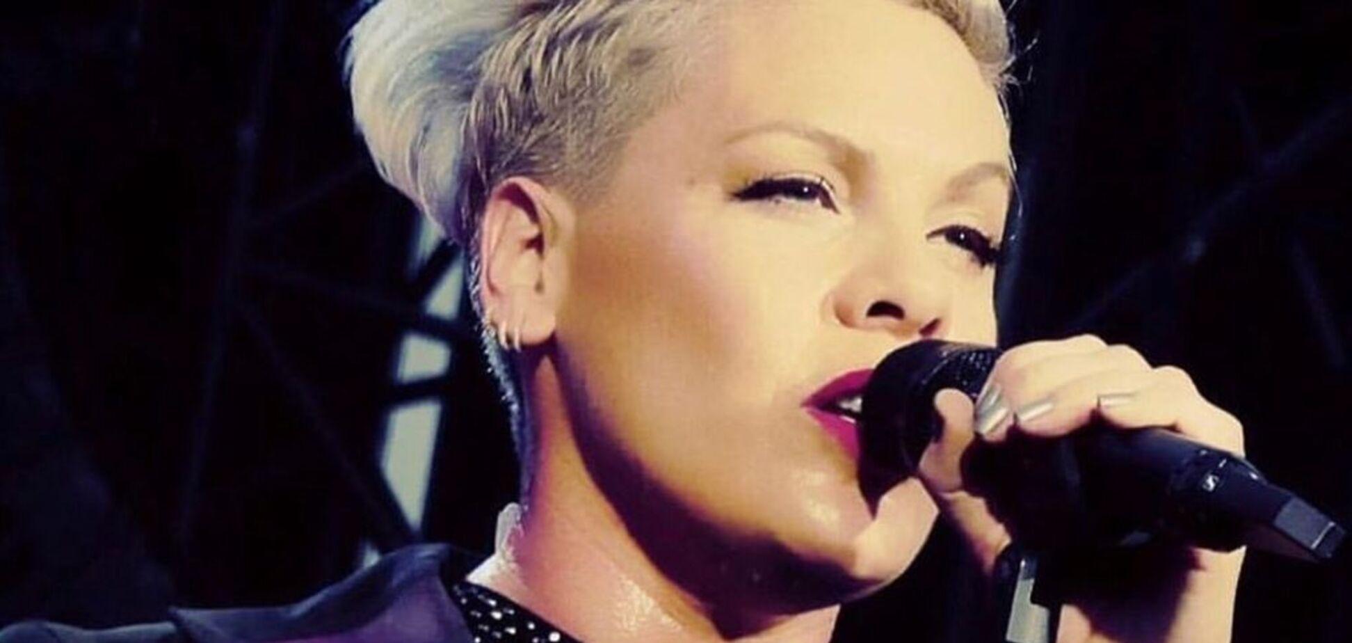 Легендарная Pink вышла на сцену в наряде украинского бренда