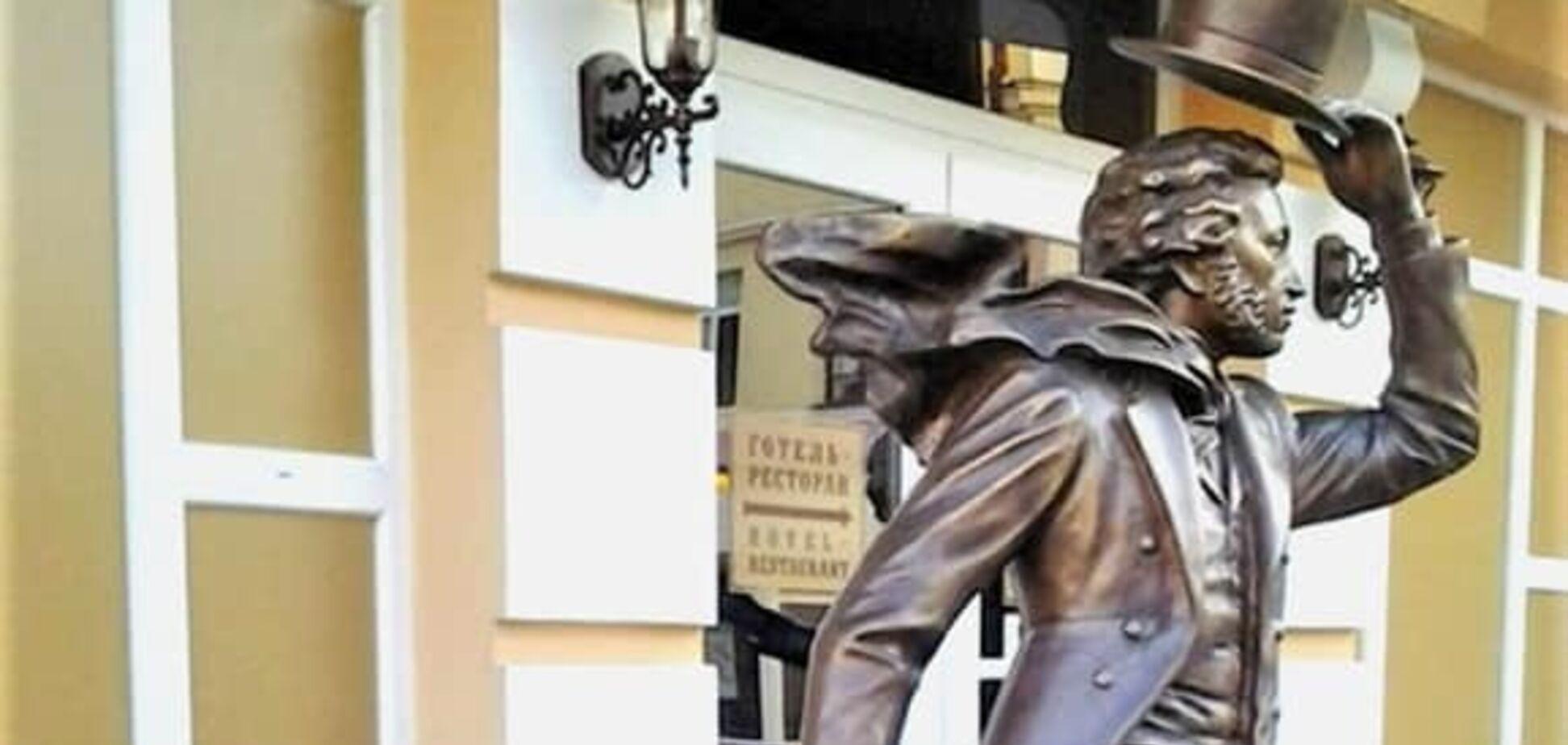 'Слава Україні!' У Полтаві принизили росіян пам'ятником Пушкіну і Гоголю