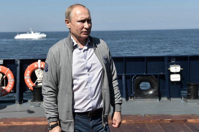 Владимир Путин во время поездки в Северо-Западный федеральный округ