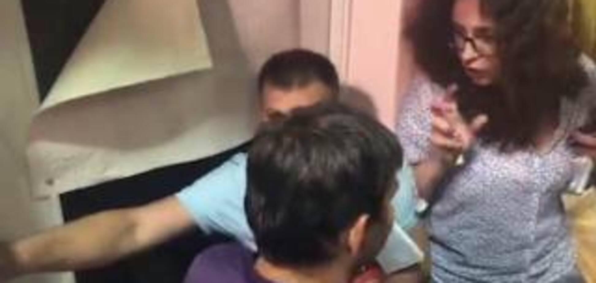 Викликали поліцію і 'швидку': на Чернігівщині побилися під час засідання ОВК. Фото і відео