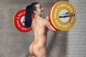 Известную спортсменку сняли на тренировке полностью голой