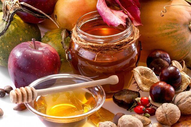 Натюрморт з яблуками, медом і горіхами. Ілюстрація