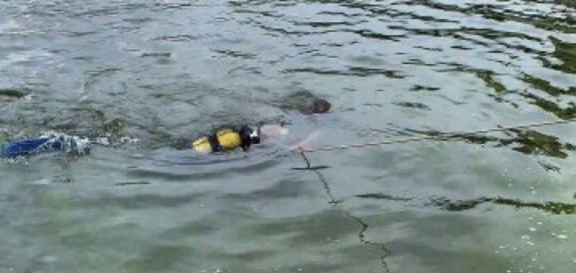 людина потонув