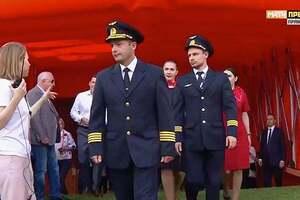 Стадіон влаштував овації екіпажу, який посадив літак на кукурудзяне поле в Підмосков'ї